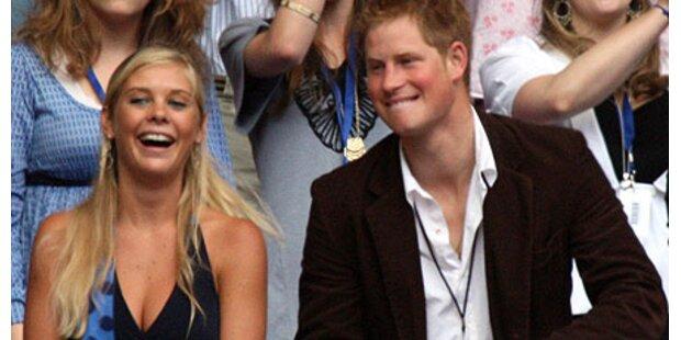 Prinz Harry bei Chelsy eingezogen