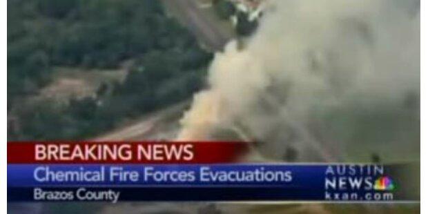 Ganze Stadt nach Chemie-Feuer evakuiert