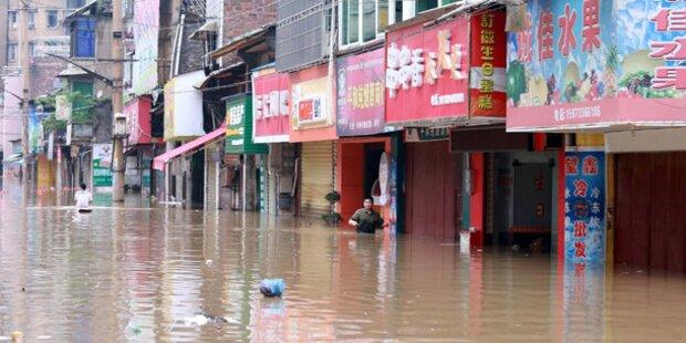 26 Tote bei schweren Stürmen