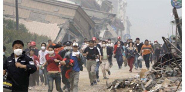 Damm in China gebrochen - Tausende fliehen