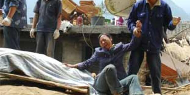 200 Helfer von Schlammlawine begraben
