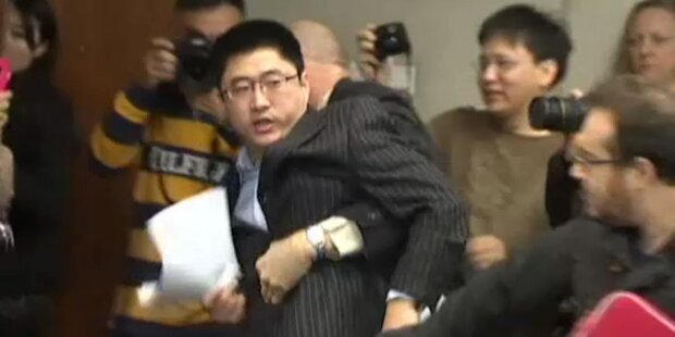 Demonstrant wütet auf Weltbank-Konferenz
