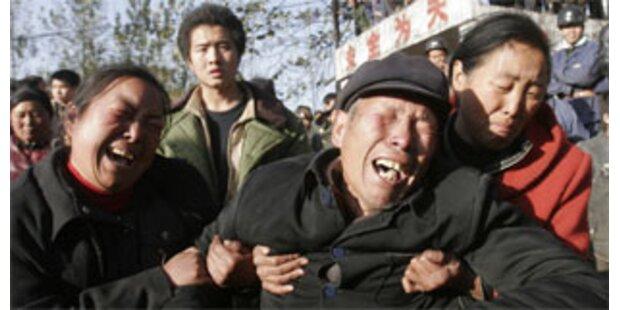 Demonstranten verprügelten Polizei - 60 Verletzte