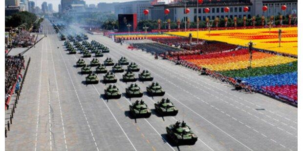 China feiert martialisch 60 Jahre Staat