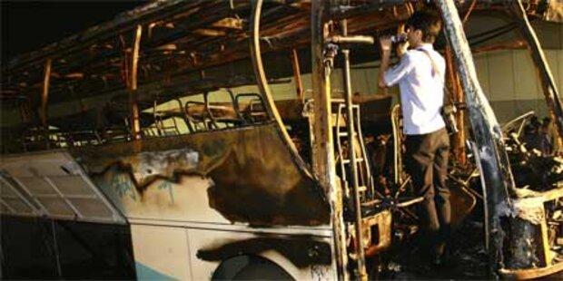 24 Menschen in brennendem Bus getötet