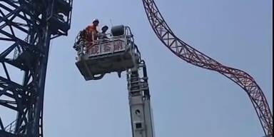 China: Elf Menschen aus Achterbahn gerettet