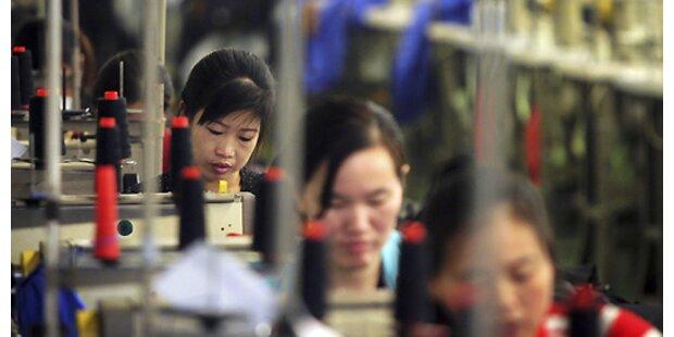 Chinesinnen protestieren wegen Hungerlohns