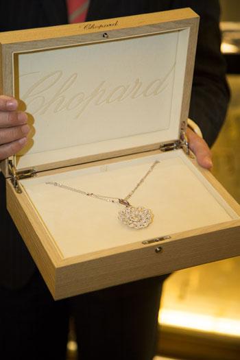 Chopard Collier designt von Caroline Scheufele für Life Ball 2014