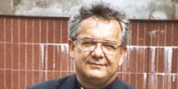 Bischof stirbt auf Heimfahrt