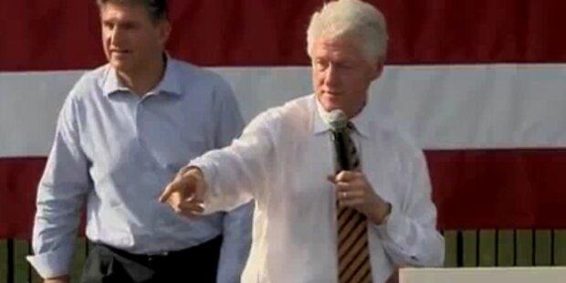 Frau fällt vor Bill Clinton in Ohnmacht