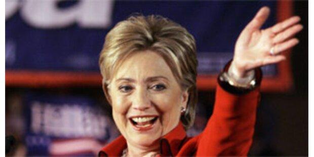 Clinton bleibt im Rennen ums Weiße Haus