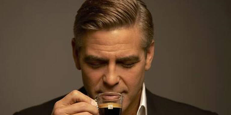 Wer ist im Nespresso-Spot die neue Frau an seiner Seite?