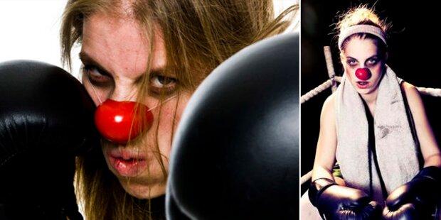 Frauen mit Humor beim Clownfestival