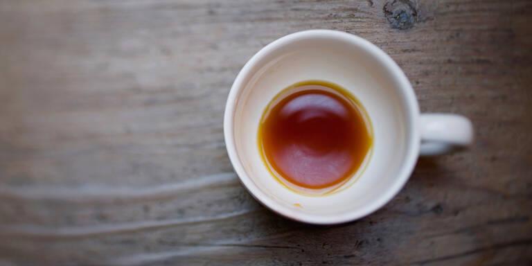 Diese ekelhaften Rückstände sind in Ihrer Büro-Kaffeetasse