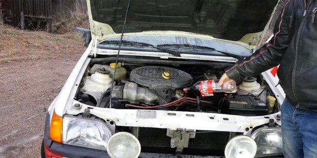 Das passiert, wenn man Cola statt Öl nachfüllt