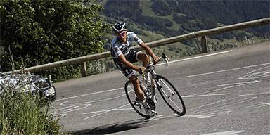 Polizei holt Contador vom Rad