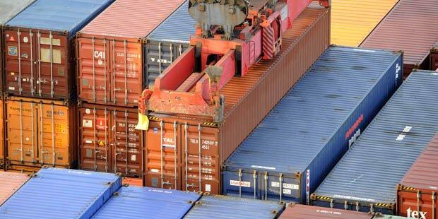35 Flüchtlinge in Container - Mann tot