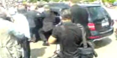 Medwedew fährt beinahe in Menschenmenge