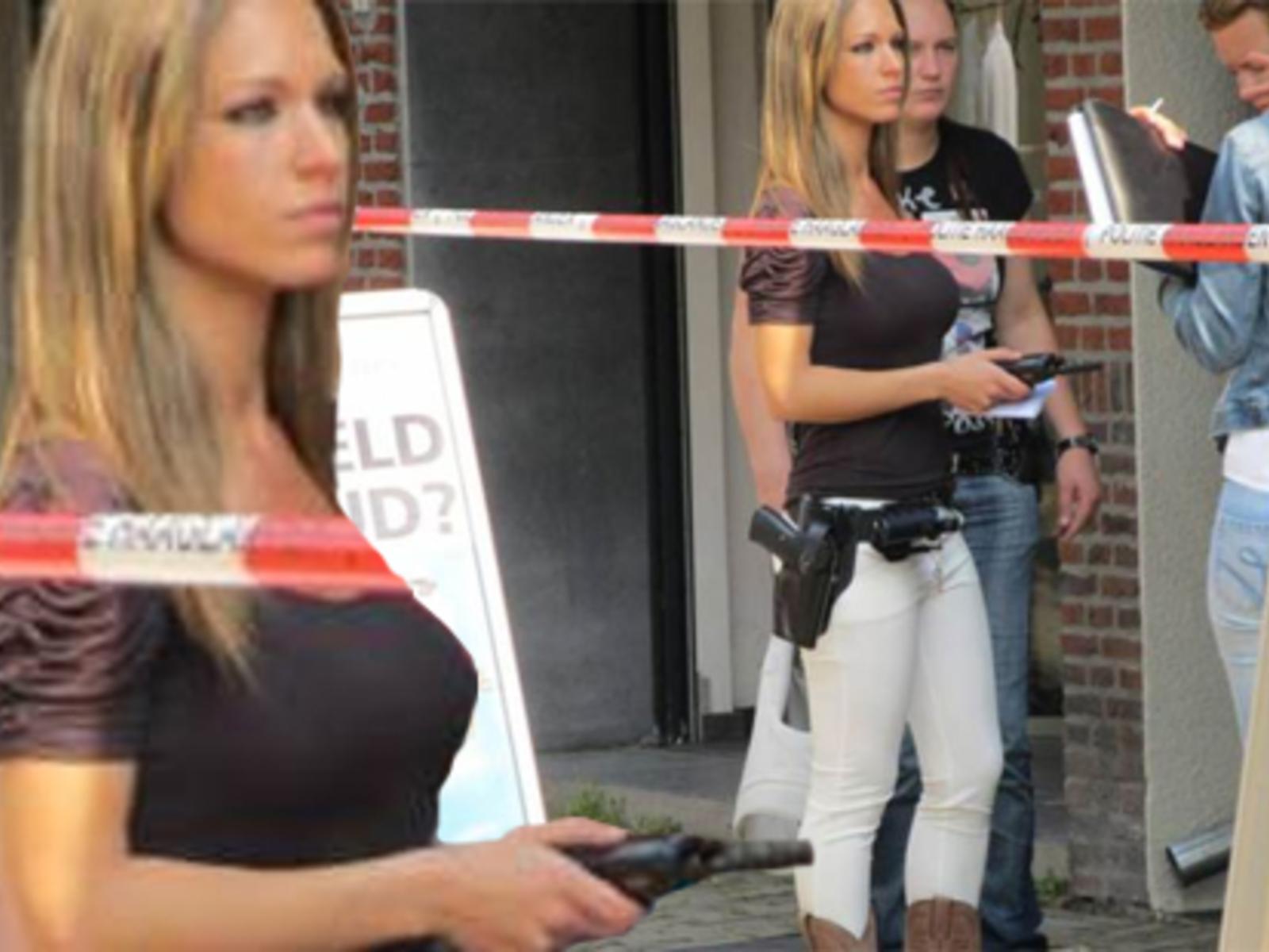 Blonde Polizistin Heiße Die Polizistin