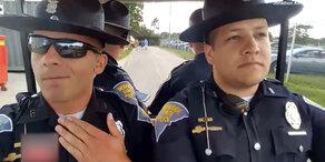 Cops fahren ab auf Grease