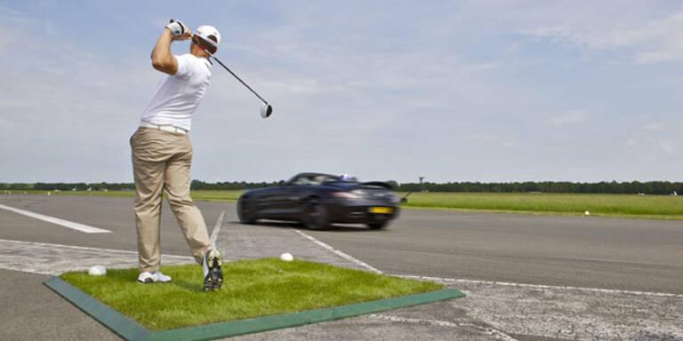 Video: Coulthard fängt mit Roadster Golfball ein