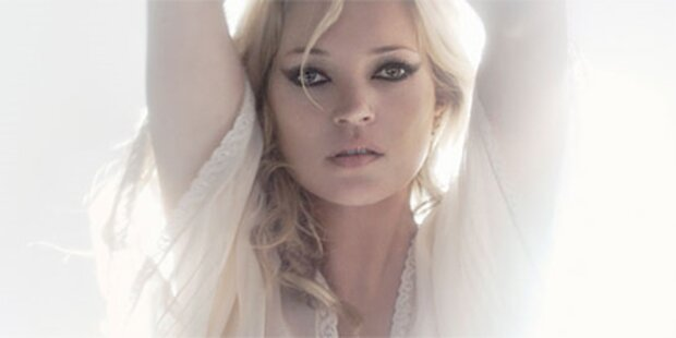 Kate Moss lässt für Topshop Po blitzen