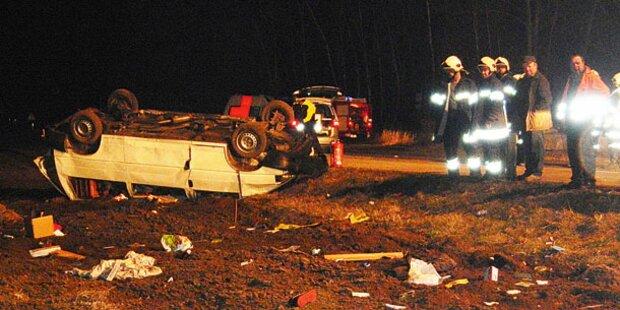 Todesauto flog bei Crash über Grenze