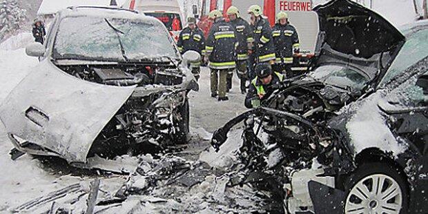 Frontal-Crash: Sechs Verletzte in OÖ