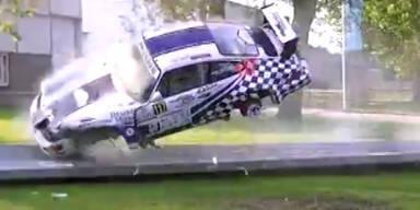 Heftiger Crash mit Porsche 964 RSR