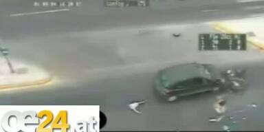 Mann überlebt Frontal-Aufprall auf Auto