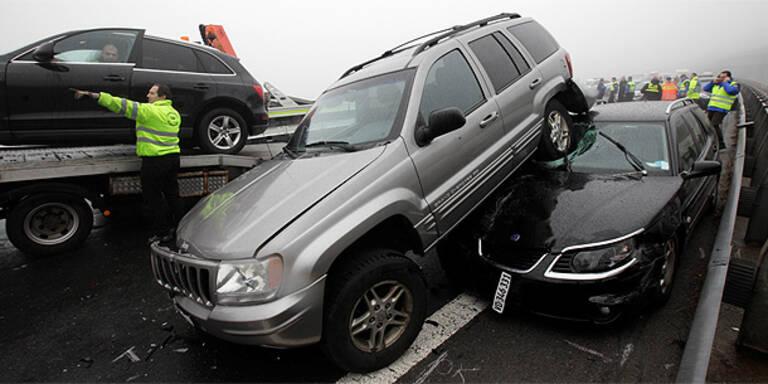 Massen-Crash mit 50 Autos