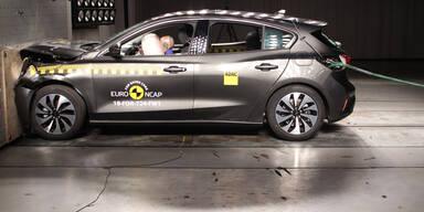 Volvo XC40, Ford Focus & BMW X4 im Crashtest