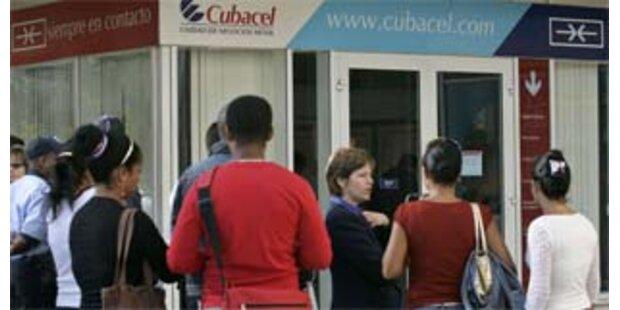 Lange Schlangen vor Kubas Handygeschäften