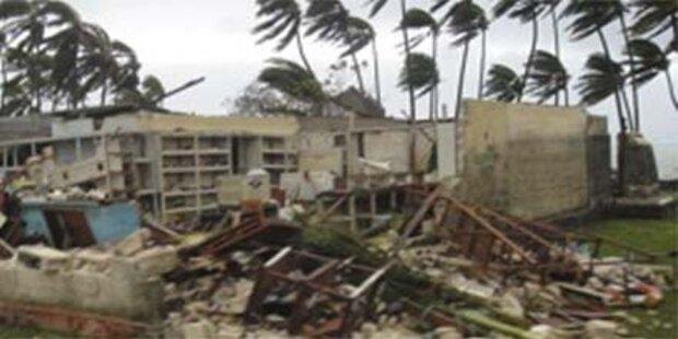 Zyklon tobt mit 175 km/h auf Fidschi