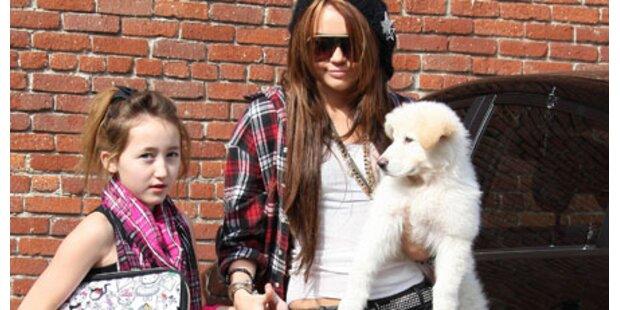 Schwester von Miley Cyrus designt Mode