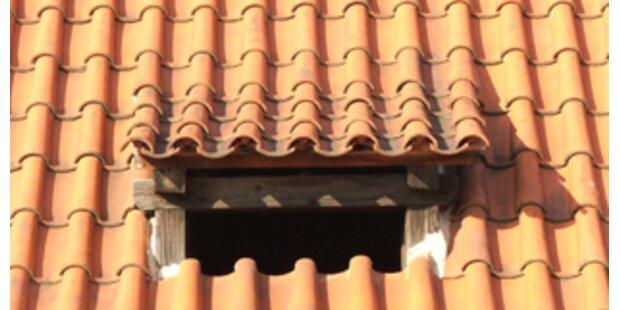Betrunkener hing am Dach fest