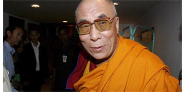 Dalai Lama droht erneut mit Rücktritt