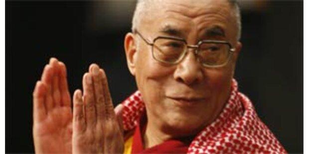 Dalai Lama in Indien im Krankenhaus