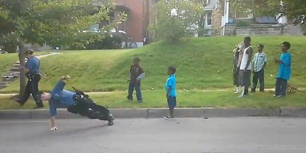 US-Cop liefert Breakdance-Einlage