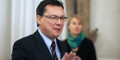 """Minister Darabos bleibt """"enttäuscht"""" im Amt"""