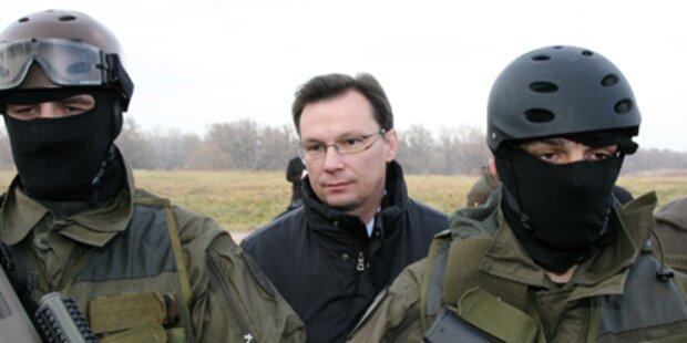 FPÖ feuert gegen Minister Darabos