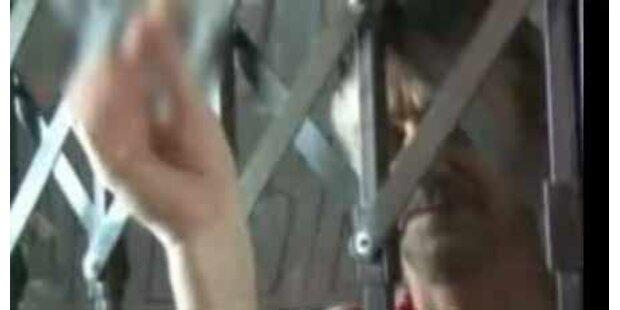 Arbeiter aß aus Protest Daumen im TV