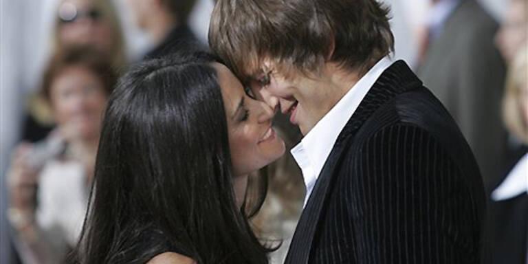 Glücklich verliebt: Demi Moore und Ashton Kutcher. (c) AP