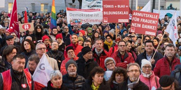 Demo gegen türkis-blaue