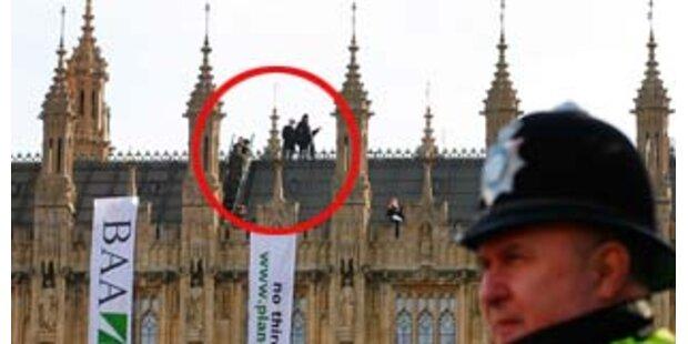 Umweltschützer protestierten auf Parlamentsdach