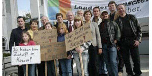 Großdemo in Frankenburg für Asylfamilie