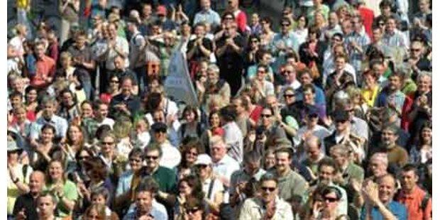 Opposition unterstützt Lohn-Demo