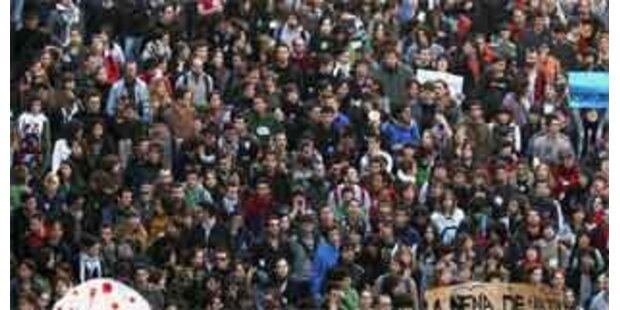Tausende demonstrierten gegen Jugendkriminalität