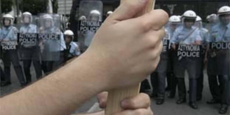 Zusammenstöße zwischen Demonstranten und Polizei in Athen