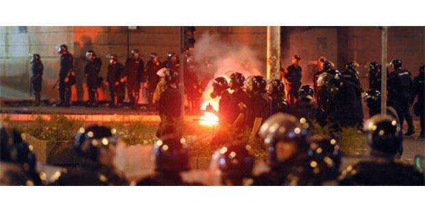 15.000 protestieren gegen Festnahme von Karadzic